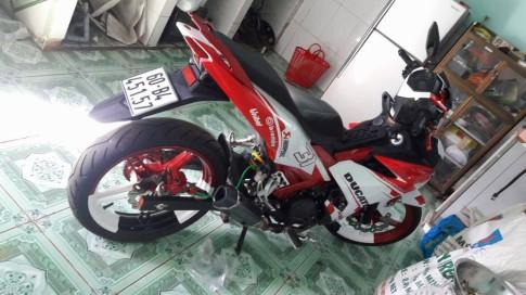 Exciter 150 độ nhẹ với dàn áo Ducati .