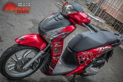 Honda SH đổi màu phong cách Red Candy của ông chủ Decal
