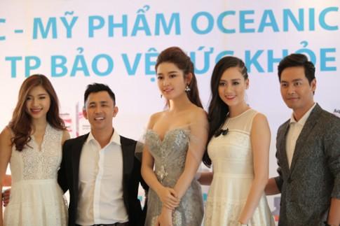 Huyền My - Phan Anh rạng rỡ trong buổi ra mắt bộ dược mỹ phẩm OCEANIC.