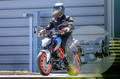 KTM 125 Duke và 800 Duke xuất hiện trên đường thử