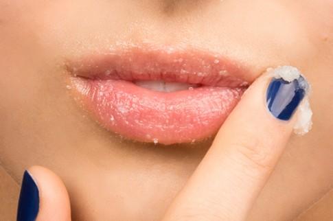 Mẹo làm hồng môi thâm chỉ trong 2 phút cực hay!