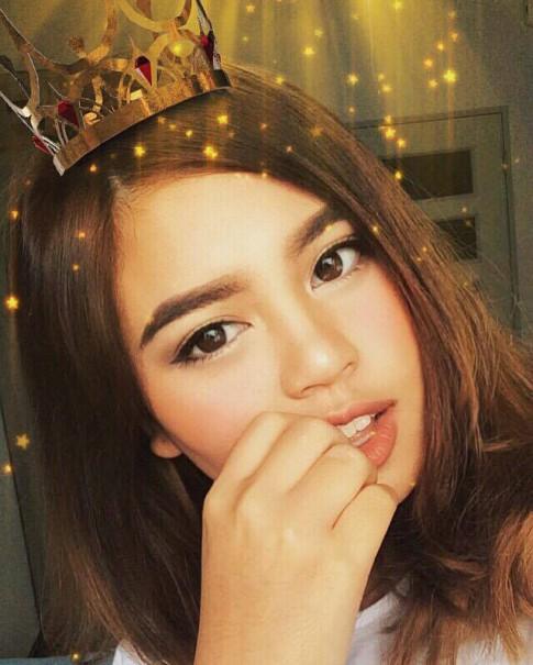 Ngắm mãi không chán vẻ đẹp lai của hot girl Thái gốc Việt