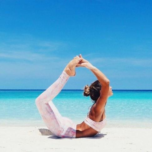 Ngất ngây với thân hình siêu mẫu của cô nàng mê yoga