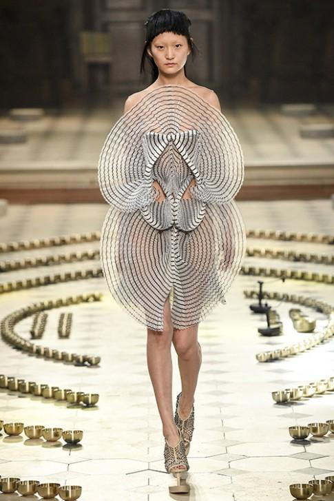 Những chiếc váy xuất sắc nhất tuần thời trang cao cấp thu đông Paris 2016