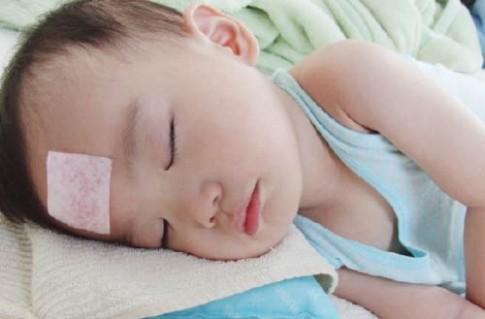 Những kiểu chăm sóc trẻ sơ sinh mùa hè làm con hay ốm