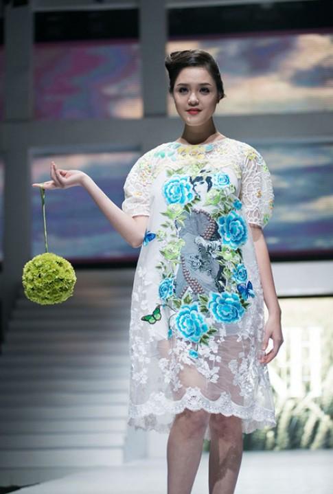 Nhung trang phuc ung dung dep nhat Vietnam Fashion Week
