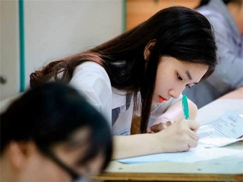 Nữ sinh giống Lưu Diệc Phi trong phòng thi được chụp lén