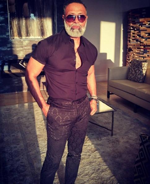 Ông nội 54 tuổi gây sốt vì vừa phong độ lại đẹp trai