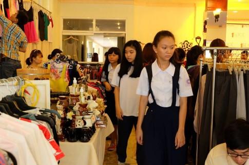 """Săn đồ sale tại chợ phiên """"I love SaiGon"""""""