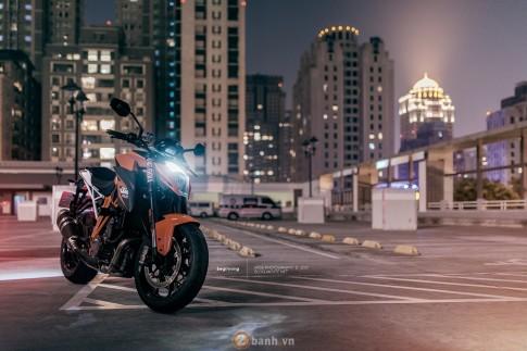 Sieu Naked Bike KTM 1290 Super Duke manh me trong loat anh an tuong