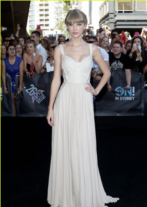 Top 10 sao mặc đẹp nhất thế giới 2012