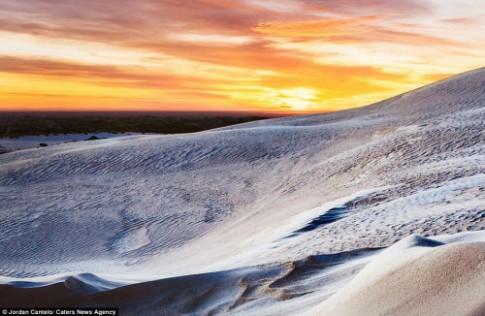 Vẻ đẹp như ở thế giới khác của cồn cát Australia