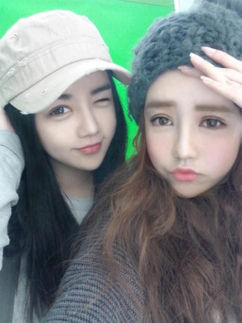 """""""Vỡ mộng"""" với mặt thật của hot girl búp bê Hàn Quốc"""