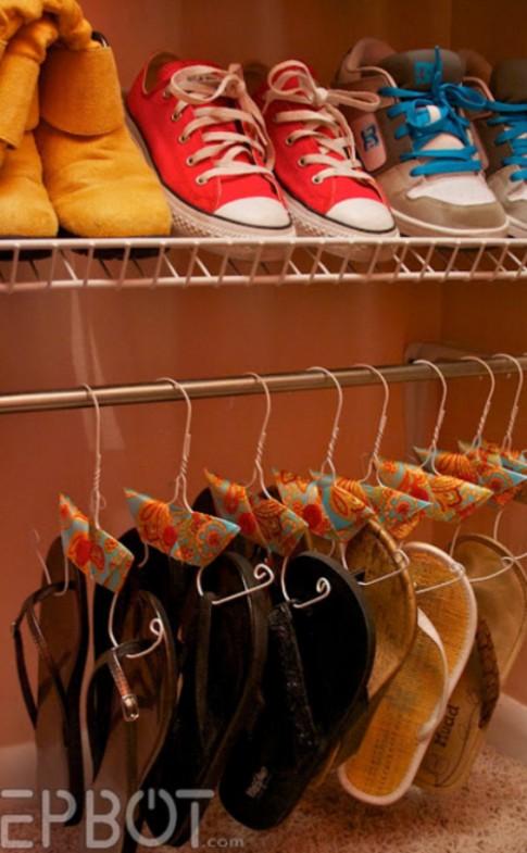 10 cách xếp giầy dép tiết kiệm không gian phòng