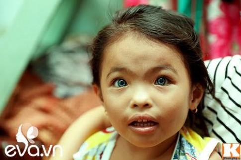'Ám ảnh' đôi mắt xanh ngọc bí ẩn của 2 đứa trẻ lớn lên từ khu ổ chuột Sài Gòn