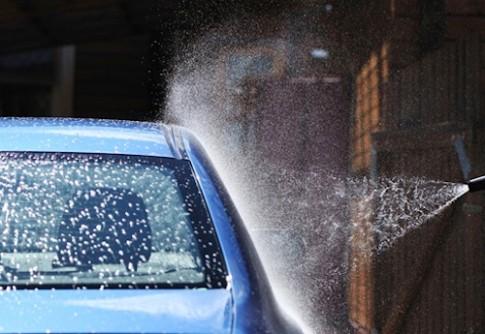Bạn có mắc sai lầm khi tự rửa xe?
