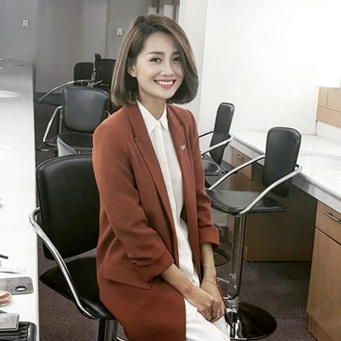 Bất ngờ vì tuổi thật và thân hình sexy của BTV truyền hình Quỳnh Chi