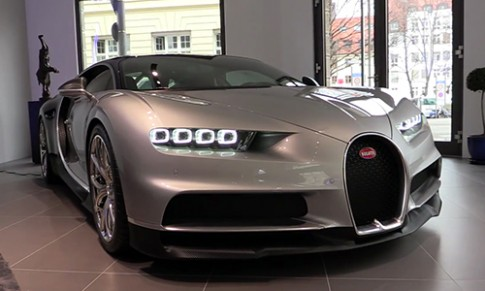 Bugatti Chiron gia 2,6 trieu USD mau la
