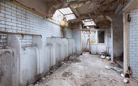 Cải tạo toilet bỏ hoang thành căn nhà đẹp tràn ánh sáng
