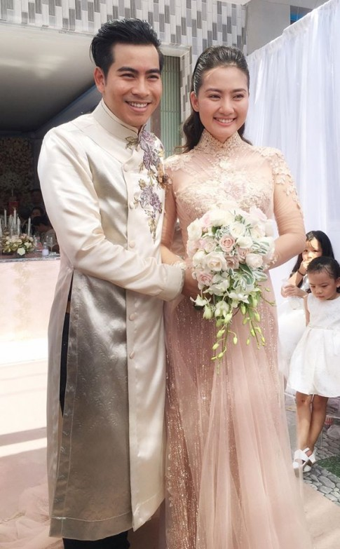 Cận cảnh chiếc áo dài cưới hot nhất ngày hôm nay của cô dâu Ngọc Lan