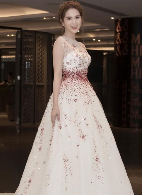 Đầm công chúa của Ngọc Trinh mất 15 ngày đính đá thủ công