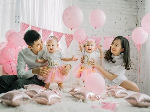 Gia đình bố tài, mẹ xinh, con sinh đôi thiên thần khiến dân tình 'phát hờn'