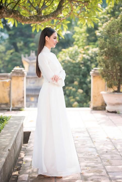 Hoa hậu Biển 2016 Thuỳ Trang mỏng manh với áo dài