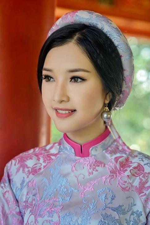 Hoa Hậu Việt Nam 2016: Nhan sắc đời thực mộc mạc khó tin của Nàng thơ xứ Huế