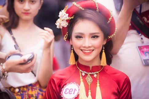 Hoa Hậu Việt Nam 2016: Sau khi gặp TT Obama cô gái này tiếp tục gây sốt