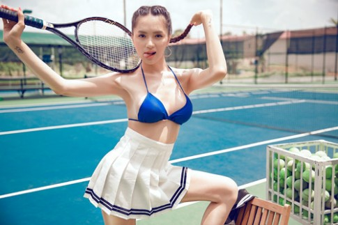 Hương Giang đọ độ sexy với kiều nữ Kangnam trên sân tennis.