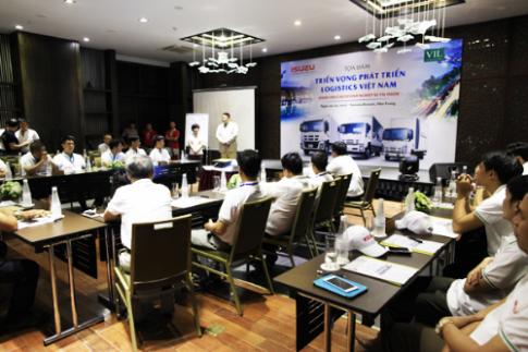 Isuzu tổ chức tọa đàm và tập huấn 'Lái xe tiết kiệm nhiên liệu'
