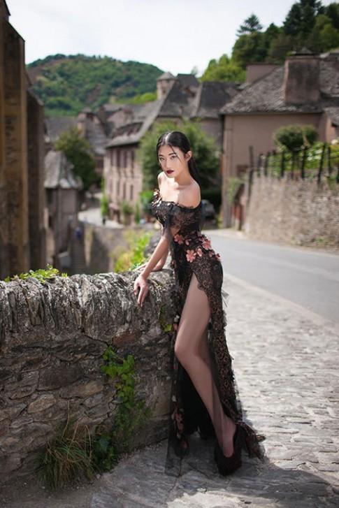 Kha Mỹ Vân như nàng công chúa bước ra từ lâu đài Pháp