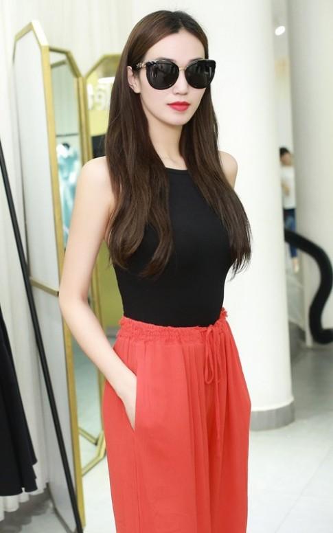 Khánh My xinh tươi đến thử đồ show diễn Lê Thanh Hòa