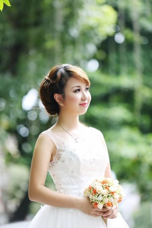Kiểu tóc cô dâu đơn giản đẹp cho khuôn mặt tròn dễ thương 2016