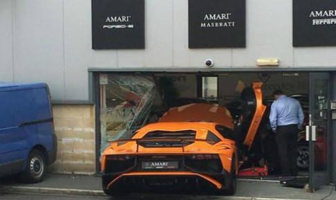 Lái Lamborghini phá hai siêu xe Ferrari