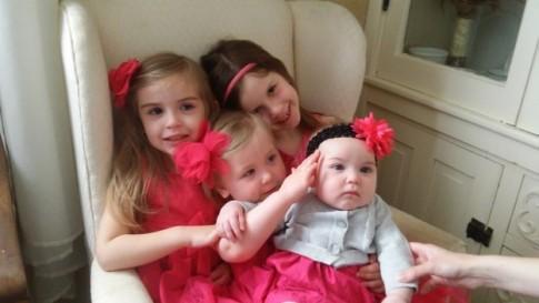 """Màn đối đáp siêu dễ thương của bố với 4 con gái """"nghịch như quỷ"""""""