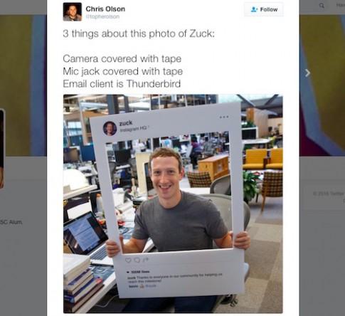 Mark Zuckerberg dán kín webcam và jack micro của máy tính