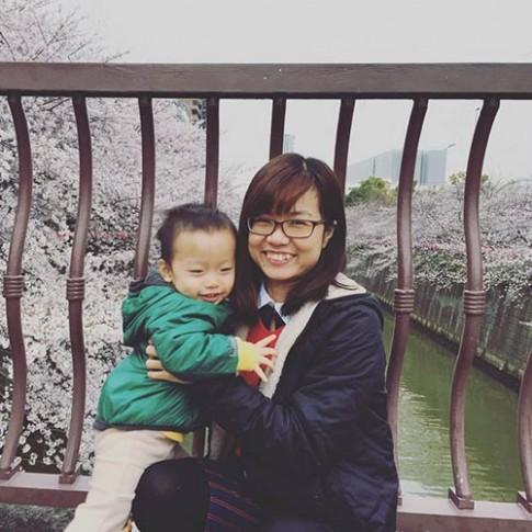 Mẹ Việt giả làm lao công ở trường mẫu giáo của con và cái kết bất ngờ