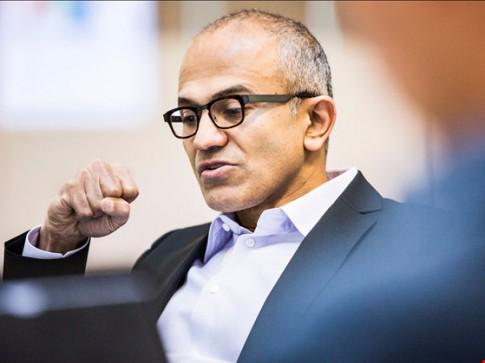 Microsoft sa thải nhân viên, Facebook tăng trưởng mạnh mẽ