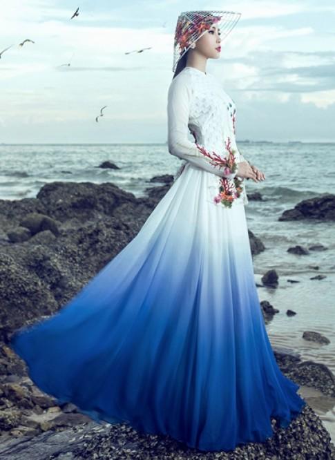 Nam Em mặc áo bà ba kết hợp váy ở chung kết Miss Earth