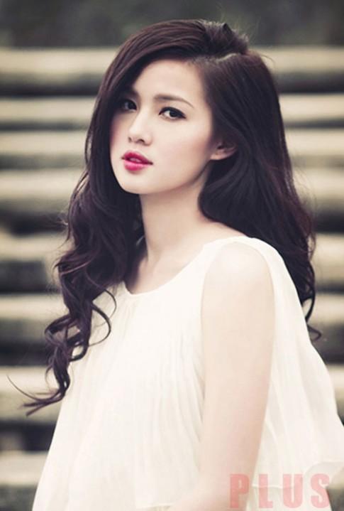 Những kiểu tóc dài uốn xoăn đẹp của hot girl Việt Tâm Tít năm 2016