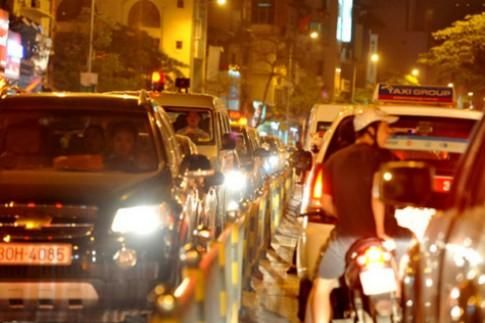 Những lỗi đèn pha tài xế Việt dễ bị thổi phạt