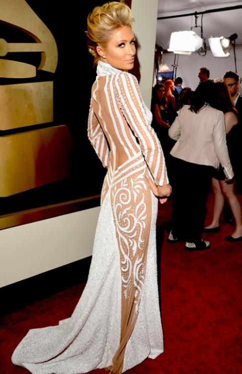 Paris Hilton bị chê thiếu vải và sến sẩm