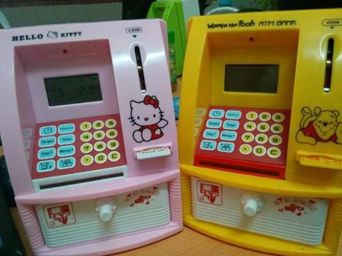 Phụ huynh rộ mốt sắm ATM mini cho con tiết kiệm tiền