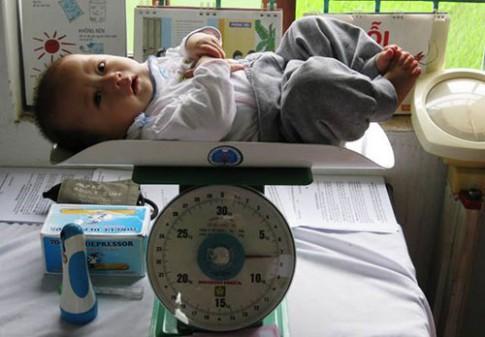 Sai lầm ít mẹ Việt biết khiến trẻ sơ sinh chậm lên cân