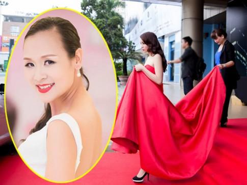 'Sao' làm báo: Miss Bảo Ngọc và 'mẹ nâng váy hoa hậu'