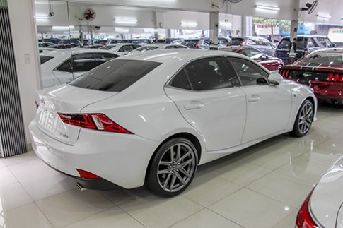 Sedan hạng sang Lexus IS250 rao bán 2,4 tỷ đồng