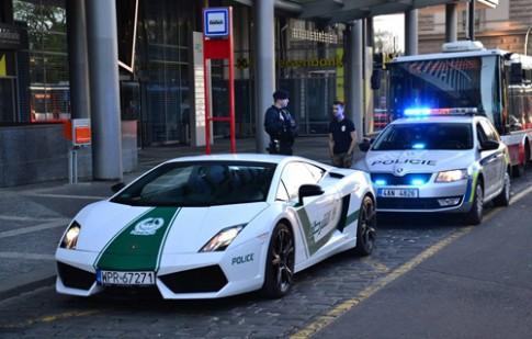 Siêu xe cảnh sát Dubai bị bắt ở châu Âu?