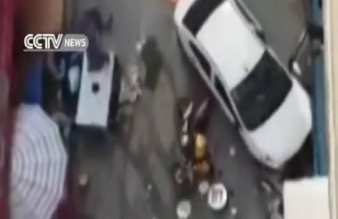 Tài xế xe 'điên' bị khống chế bằng súng