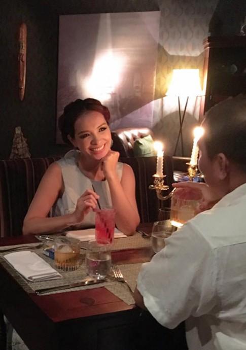 Thúy Hạnh nấu cho chồng ngay giữa quán ăn